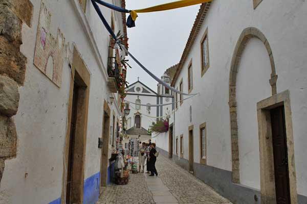 Rua direta in Óbidos