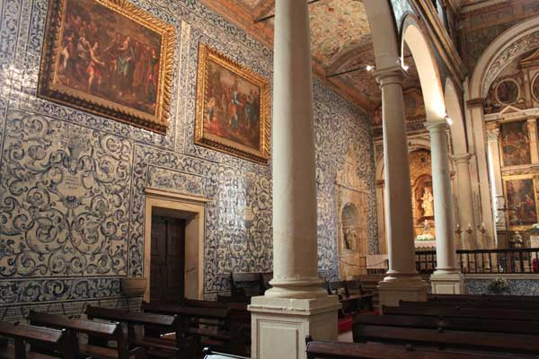 Inside view of the church with all its azulejos
